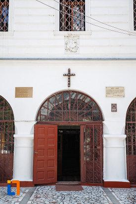 intrarea-in-biserica-sf-gheorghe-din-tulcea-judetul-tulcea.jpg