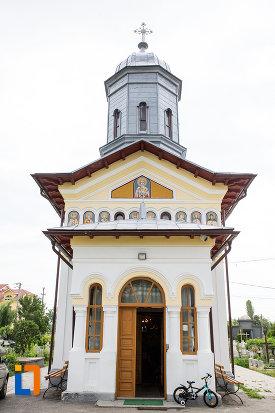 intrarea-in-biserica-sf-nicolae-1812-din-gaesti-judetul-dambovita.jpg