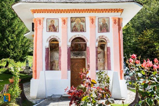 intrarea-in-biserica-sf-nicolae-1818-din-predeal-judetul-brasov.jpg