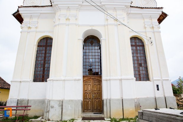 intrarea-in-biserica-sf-nicolae-baciu-din-sacele-judetul-brasov.jpg