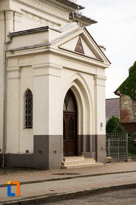 intrarea-in-biserica-sf-nicolae-buna-vestire-din-campulung-muscel-judetul-arges.jpg