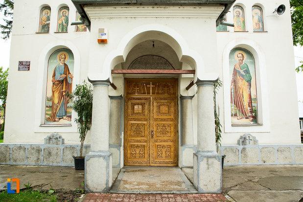 intrarea-in-biserica-sf-nicolae-din-bailesti-judetul-dolj.jpg