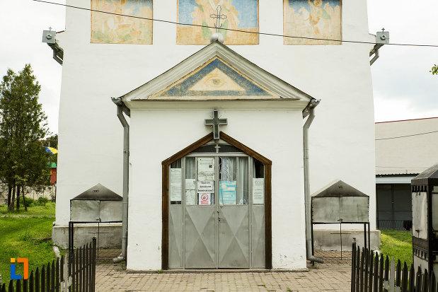intrarea-in-biserica-sf-nicolae-din-filiasi-judetul-dolj.jpg