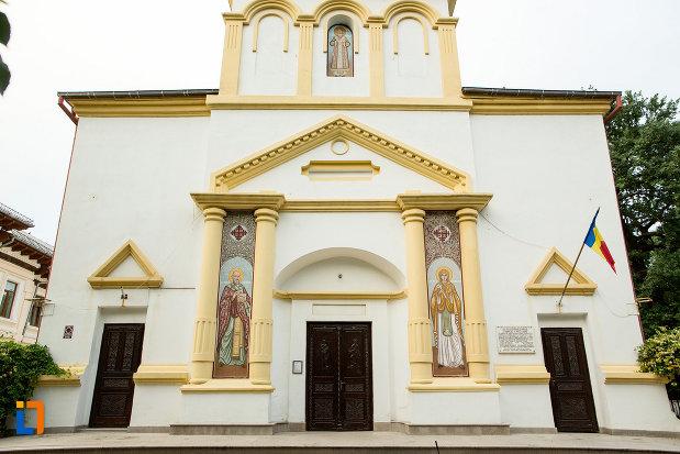 intrarea-in-biserica-sf-nicolae-din-galati-judetul-galati.jpg