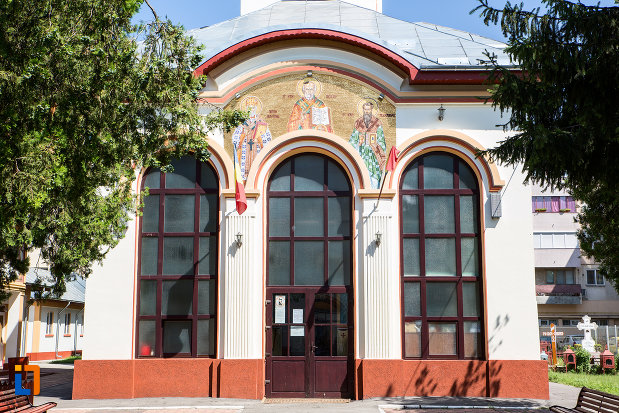 intrarea-in-biserica-sf-nicolae-din-oltenita-judetul-calarasi.jpg