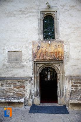 intrarea-in-biserica-sf-nicolae-din-radauti-judetul-suceava.jpg