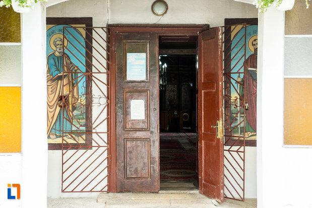 intrarea-in-biserica-sf-treime-din-caracal-judetul-olt.jpg