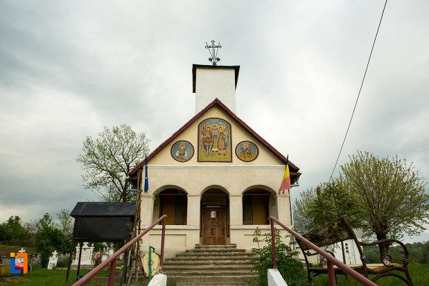 intrarea-in-biserica-sf-voievozi-din-leurda-judetul-gorj.jpg