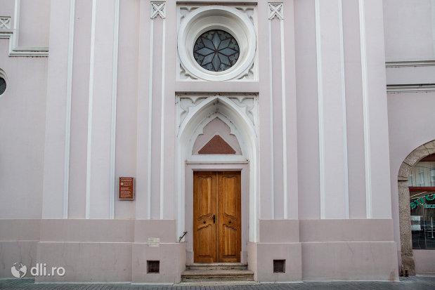 intrarea-in-biserica-sfanta-ana-si-manastirea-ursulinelor-din-oradea-judetul-bihor.jpg