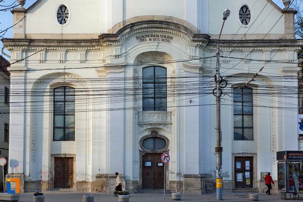 intrarea-in-biserica-unitariana-din-cluj-napoca-judetul-cluj.jpg