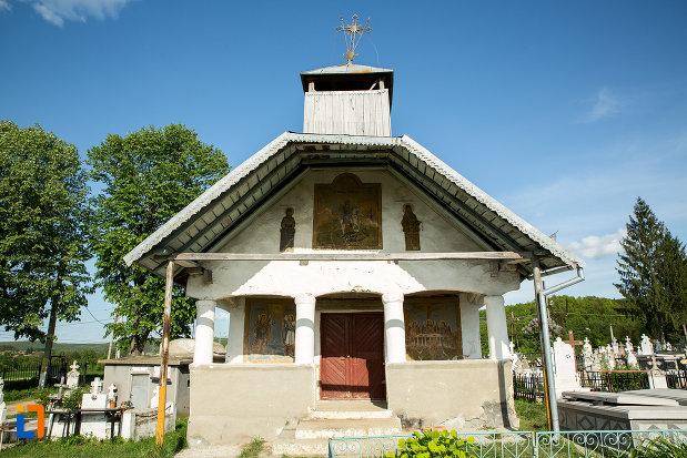 intrarea-in-biserica-veche-din-ticleni-judetul-gorj.jpg