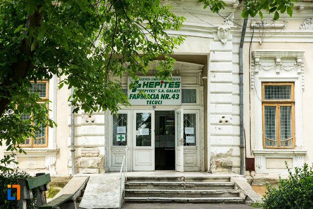 intrarea-in-casa-azi-farmacie-din-tecuci-judetul-galati.jpg