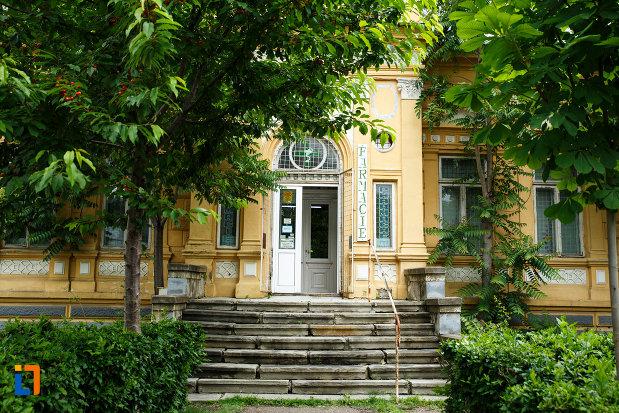 intrarea-in-casa-cristof-gabaret-tanasescu-1880-din-focsani-judetul-vrancea.jpg