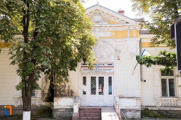 intrarea-in-casa-de-pe-aleea-unirii-nr-9-din-botosani-judetul-botosani.jpg