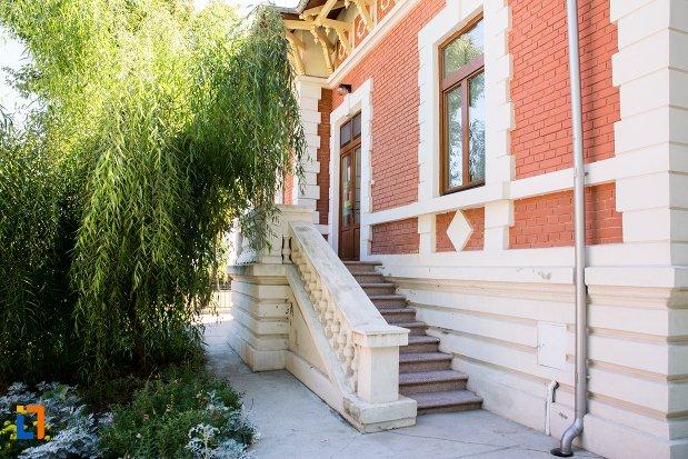 intrarea-in-casa-memoriala-panait-istrati-din-braila-judetul-braila.jpg