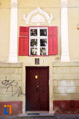 intrarea-in-casa-parohiala-evanghelica-a-parohiei-biserica-neagra-din-brasov-judetul-brasov.jpg