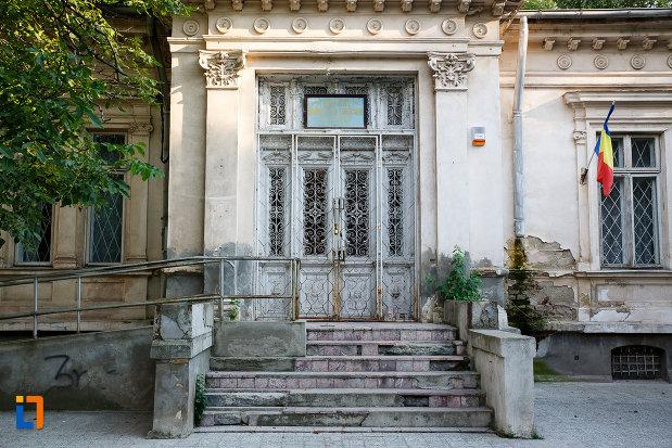 intrarea-in-casa-prefectului-azi-administratia-financiara-1880-din-turnu-magurele-judetul-teleorman.jpg