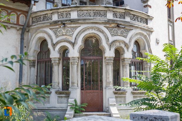 intrarea-in-casa-radu-stanian-ulterior-casa-n-constantinescu-bordeni-1850-din-ploiesti-judetul-prahova.jpg