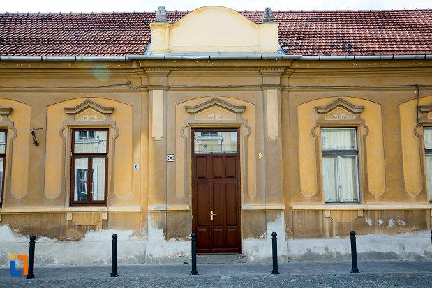 intrarea-in-casa-str-mitropolit-andrei-saguna-nr-9-din-alba-iulia-judetul-alba.jpg