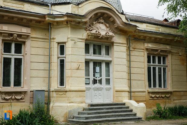 intrarea-in-casa-zaharia-din-focsani-judetul-vrancea.jpg