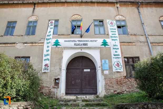 intrarea-in-castelul-apaffy-colectia-muzeala-a-armenilor-transilvaneni-din-dumbraveni-judetul-sibiu.jpg