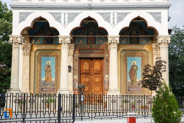 intrarea-in-catedrala-domneasca-sf-alexandru-din-alexandria-judetul-teleorman.jpg