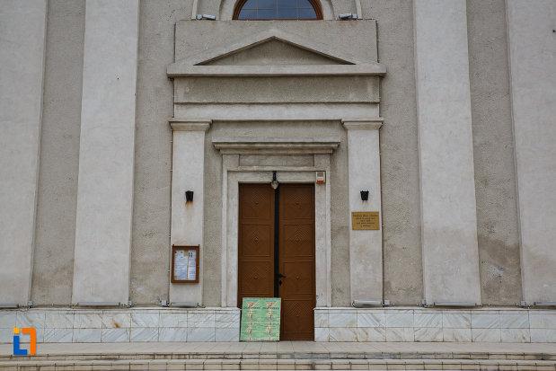intrarea-in-catedrala-greco-catolica-pogorarea-sf-duh-din-lugoj-judetul-timis.jpg