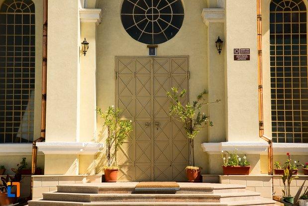 intrarea-in-catedrala-mitropoliei-ortodoxe-acoperamantul-maicii-domnului-din-braila-judetul-braila.jpg