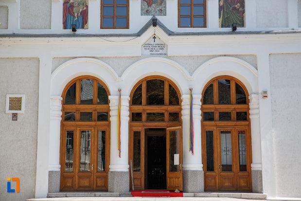 intrarea-in-catedrala-sf-ierarh-nicolae-din-tulcea-judetul-tulcea.jpg