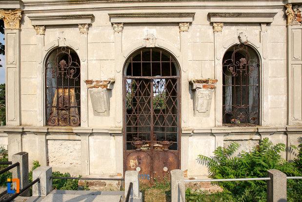 intrarea-in-cavoul-arizan-din-rosiori-de-vede-judetul-teleorman.jpg