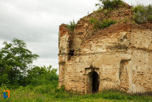 intrarea-in-cazaclii-din-odobesti-judetul-vrancea.jpg