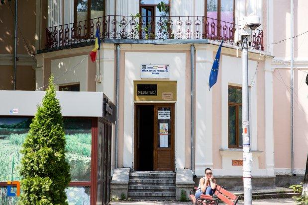 intrarea-in-centre-culturel-francais-botosani-judetul-botosani.jpg