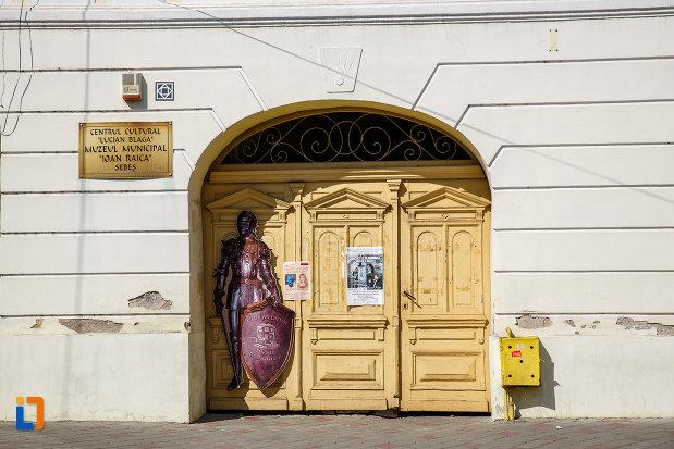 intrarea-in-centrul-cultural-lucian-blaga-muzeul-municipal-din-sebes-judetul-alba.jpg