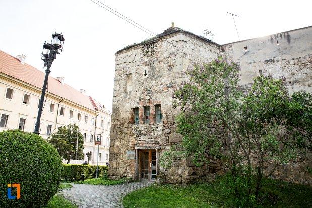 intrarea-in-cetatea-aiudului-judetul-alba.jpg