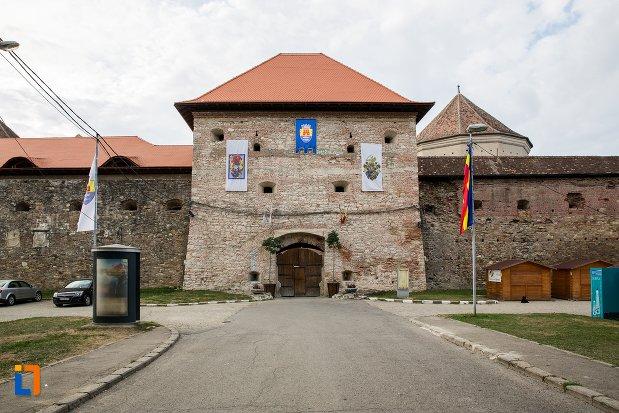 intrarea-in-cetatea-fagaras-judetul-brasov.jpg