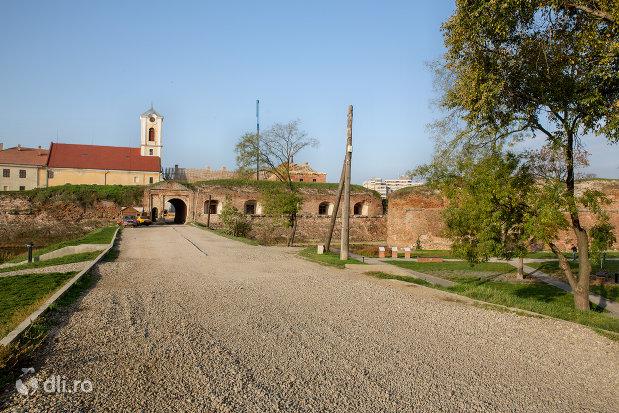 intrarea-in-cetatea-oradea-judetul-bihor.jpg