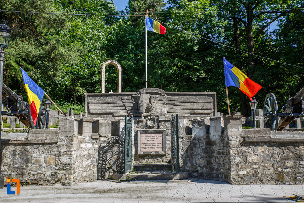 intrarea-in-cimitirul-eroilor-din-sinaia-judetul-prahova.jpg