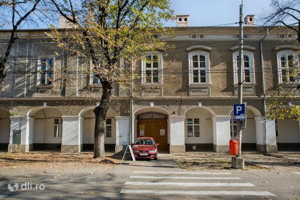 intrarea-in-cladire-canonicilor-din-oradea-judetul-bihor.jpg