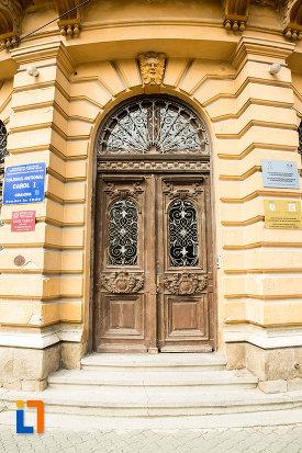 intrarea-in-colegiul-national-carol-i-din-craiova-judetul-dolj.jpg