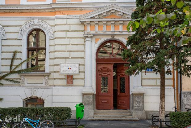 intrarea-in-colegiul-national-emanuil-gojdu-din-oradea-judetul-bihor.jpg