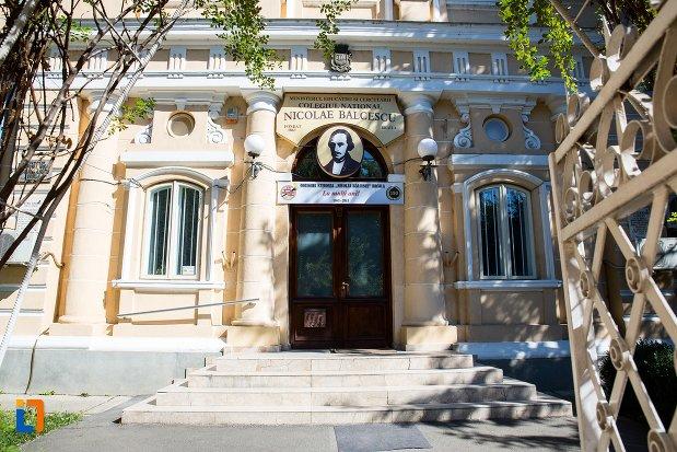 intrarea-in-colegiul-national-nicolae-balcescu-din-braila-judetul-braila.jpg