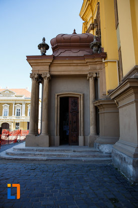 intrarea-in-domul-romano-catolic-din-timisoara-judetul-timis.jpg