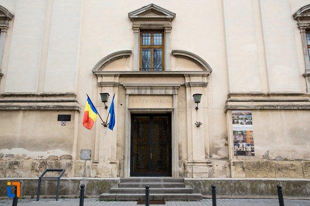intrarea-in-fosta-manastire-a-trinitarienilor-azi-biblioteca-batthyaneum-din-alba-iulia-judetul-alba.jpg
