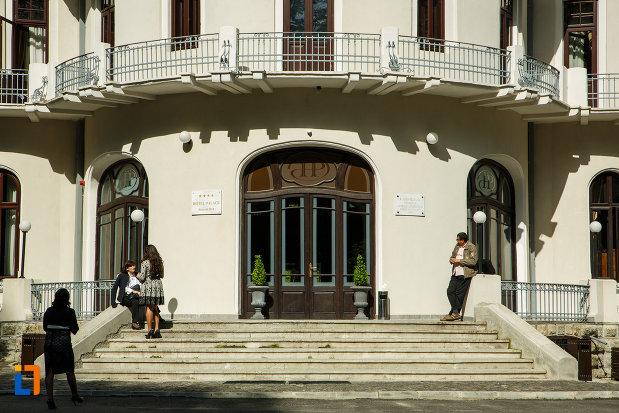 intrarea-in-hotel-palace-din-baile-govora-judetul-valcea.jpg