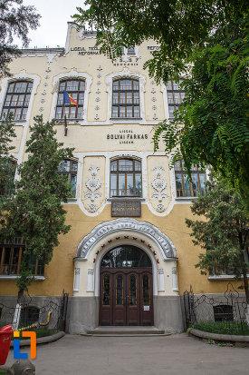 intrarea-in-liceul-bolyai-farkas-cladirea-centrala-din-targu-mures-judetul-mures.jpg