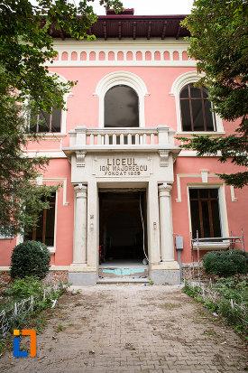 intrarea-in-liceul-ion-majorescu-din-giurgiu-judetul-giurgiu.jpg
