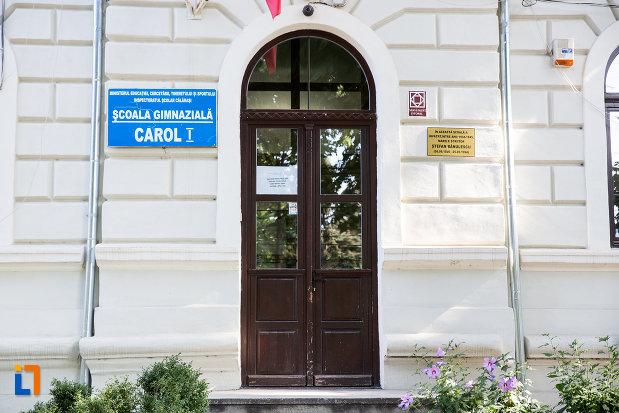 intrarea-in-liceul-stirbei-voda-in-prezent-scoala-gimnaziala-carol-i-din-calarasi-judetul-calarasi.jpg