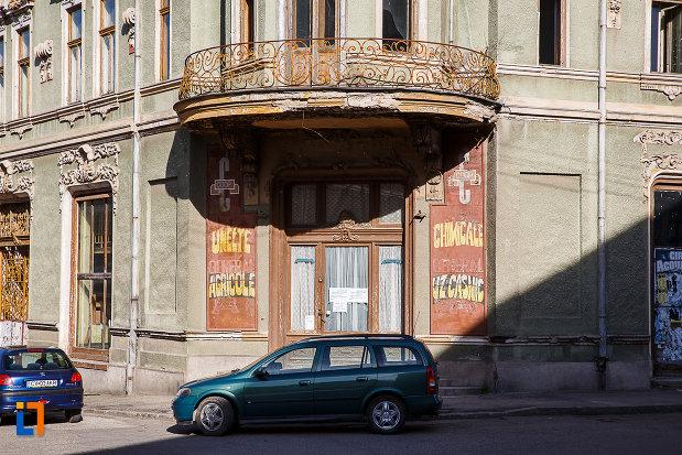 intrarea-in-magazinul-vulcu-din-orastie-judetul-hunedoara.jpg