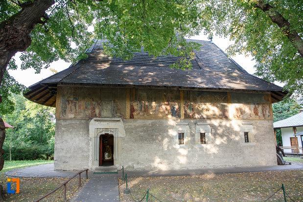 intrarea-in-manastirea-sf-ioan-cel-nou-din-suceava-judetul-suceava.jpg