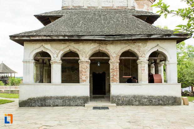 intrarea-in-manastirea-strehaia-judetul-mehedinti.jpg
